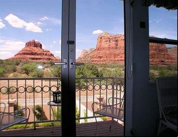 BalconywithCBandBR_530w