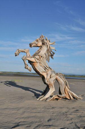 Driftwood-horse-sculpture-3