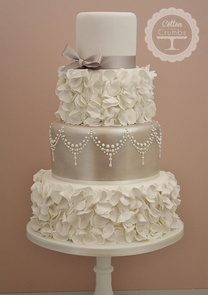 wedding cakes with ruffles and roses ingenious inkling winter wedding inspired 26113