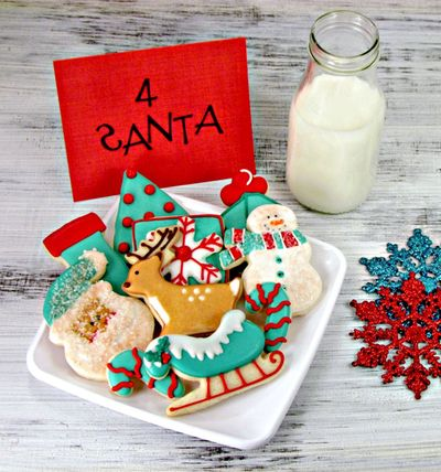 Aqua-Red-Decorated-Christmas-Cookies-via-www.thebearfootbaker.com_ (1)