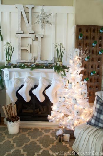 Noel-Christmas-mantel