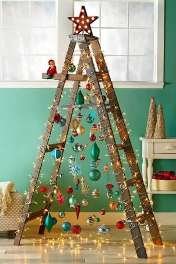 Old-ladder-Christmas-Tree-1