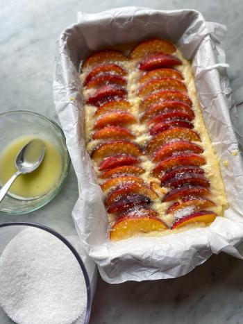 Peach-cake-with-sugar